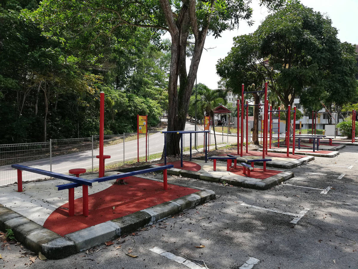 outdoor-exercise-station